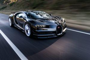 Bugatti Chiron ia kaloi edhe Veyronit me 1500 kuaj fuqi, shpejtësi 420 km/orë, dhe që kap 96 km/orë në 2.5 sekonda.