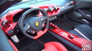 Me F60 America, Ferrari festoi 60-vjetorin e hapjes në Amerikë duke prodhuar 10 modele të tilla, me dekor patriotik amerikan.