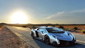 """""""Veneno"""", me 1004 kuaj fuqi, veshur me fibra karboni e pluhur diamanti, modifikimi i """"Aventador"""" për 50 vjetorin e Lamborghinit."""